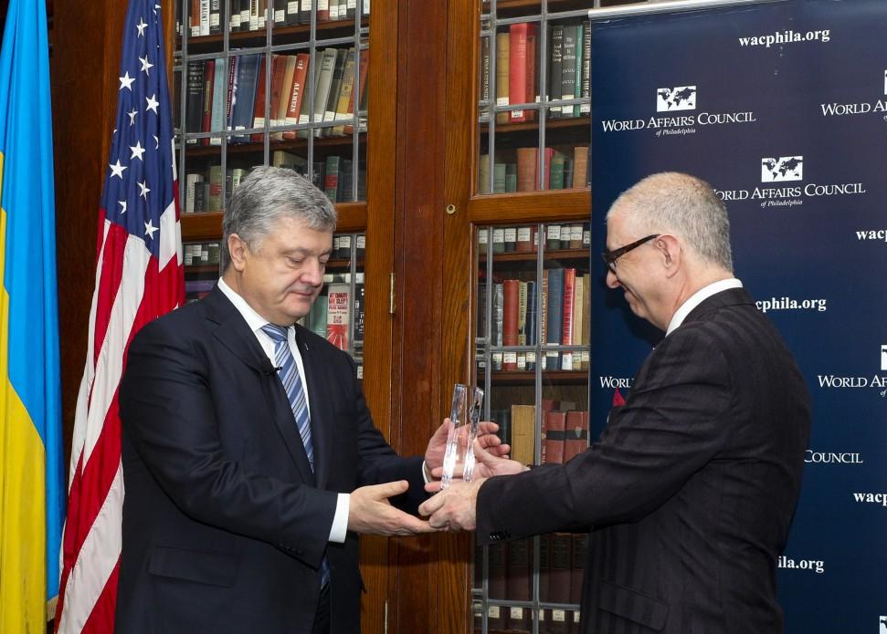 Це визнання прогресу, який зробили українці – Президент у Філадельфії отримав відзнаку «Міжнародний державний діяч»
