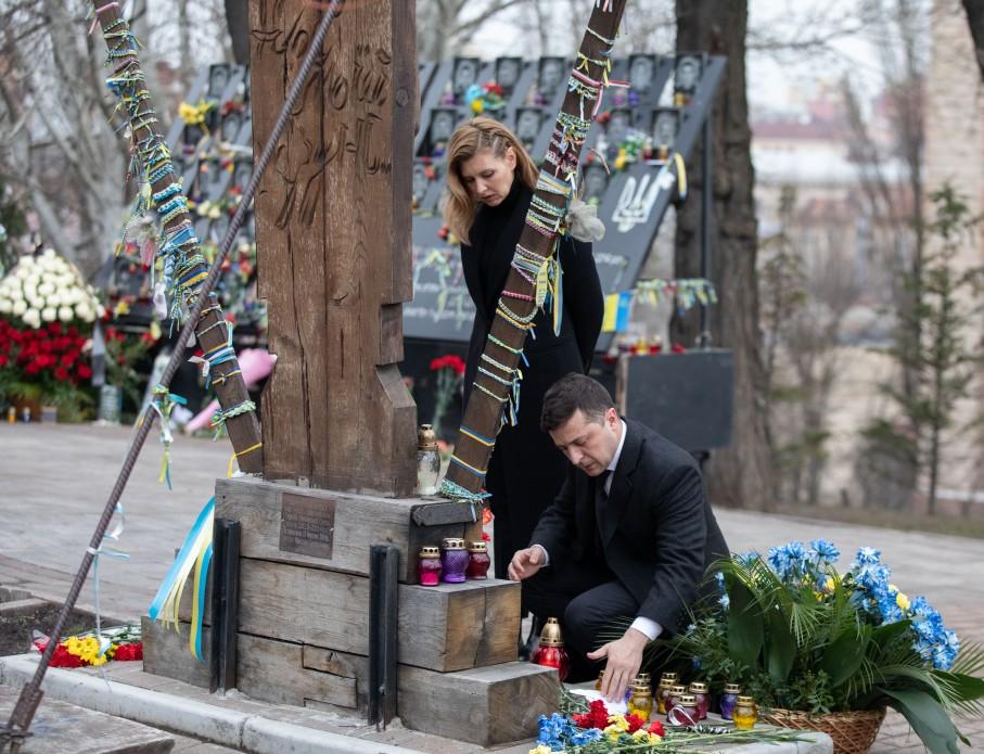 Володимир Зеленський разом з дружиною вшанували пам'ять Героїв Небесної Сотні